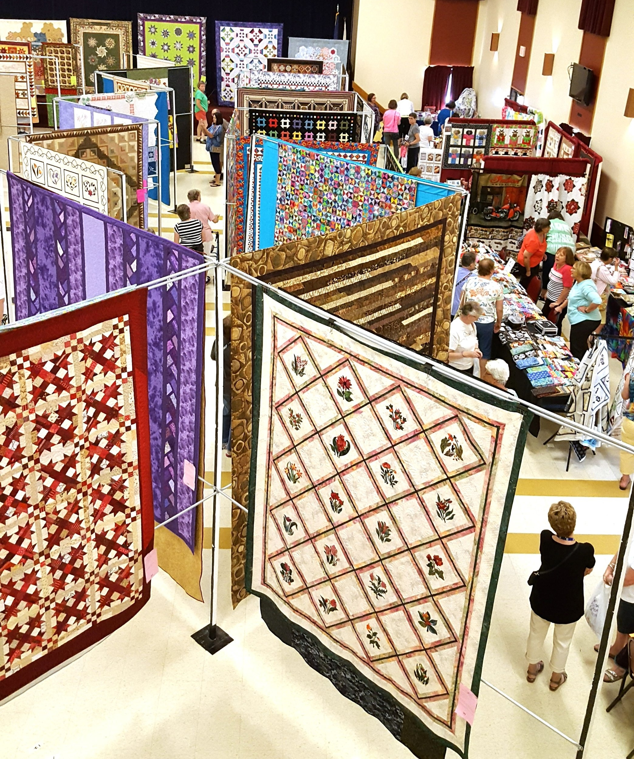 quilt show to the right.jpg