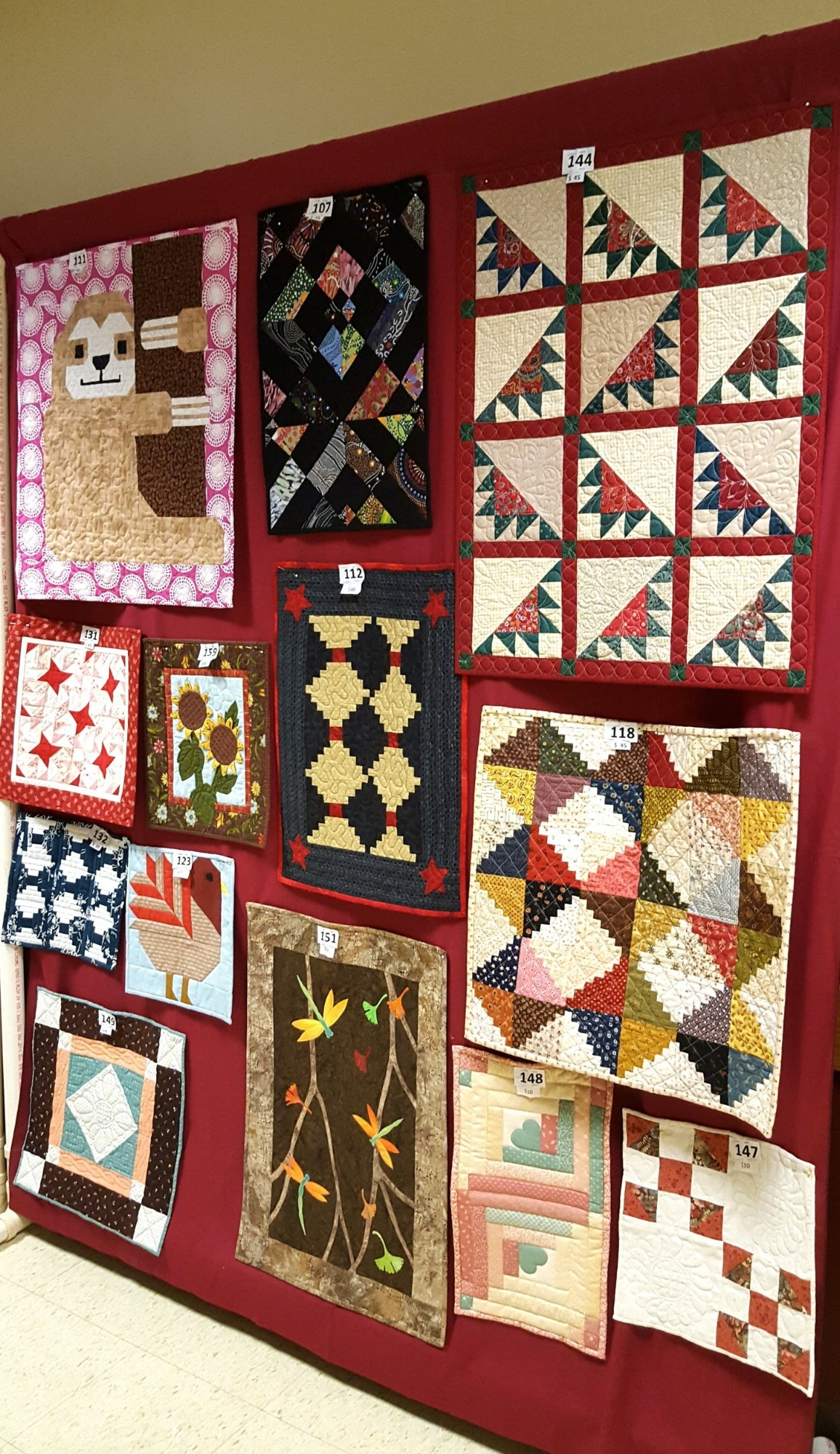 small quilts at quilt show1.jpg