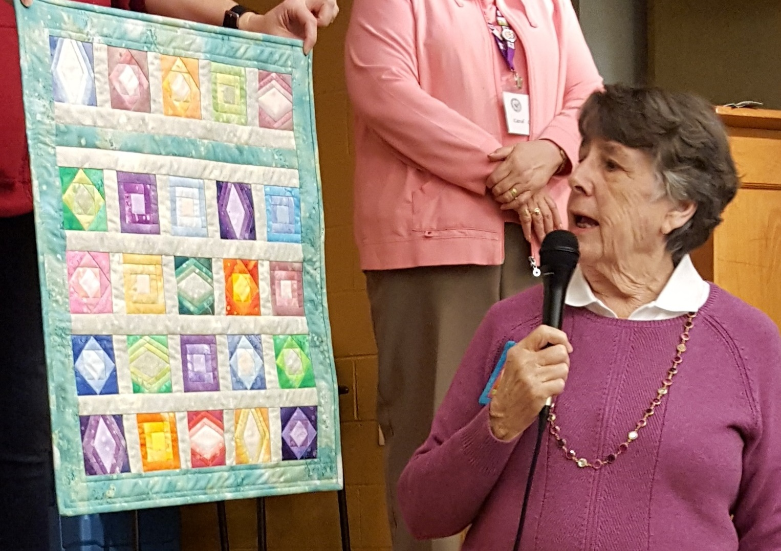 show and tell pin display quilt.jpg