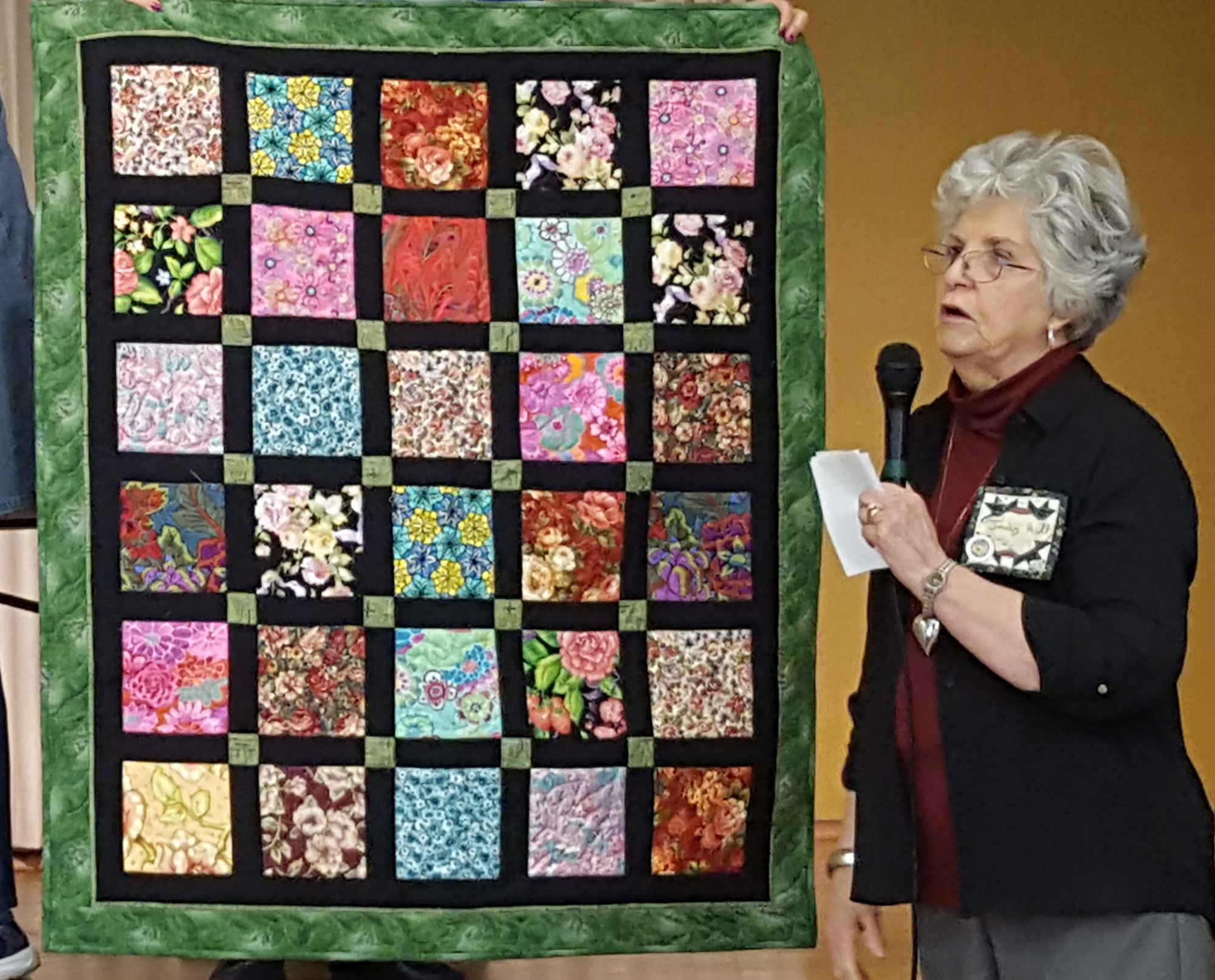 Judy Hill small quilt full quilt.jpg