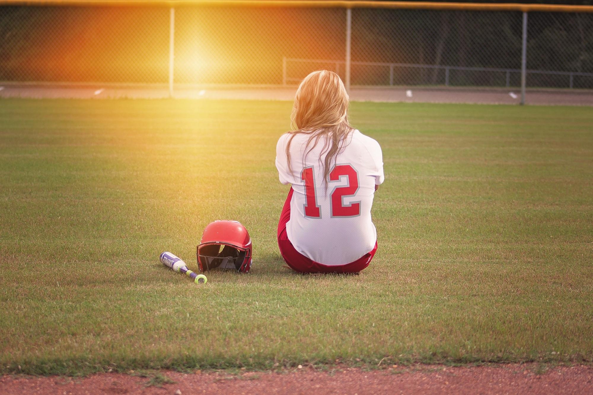 softball-player-girl-bat-163287.jpg