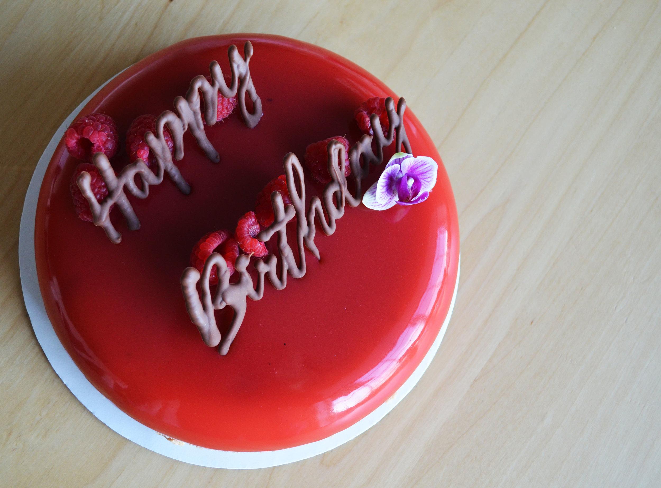 Mirror Cake / White Chocolate Mousse / Vanilla Sponge Crust