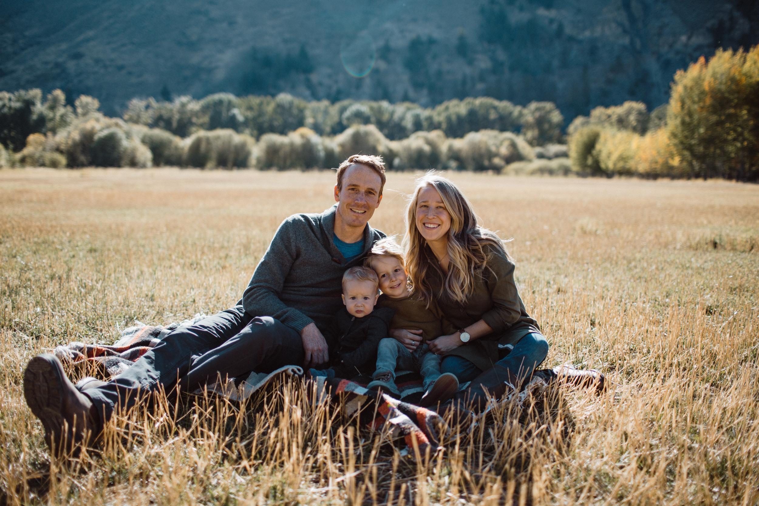 walkerfamily-Sunvalleyfallfamilyphotos-17.jpg