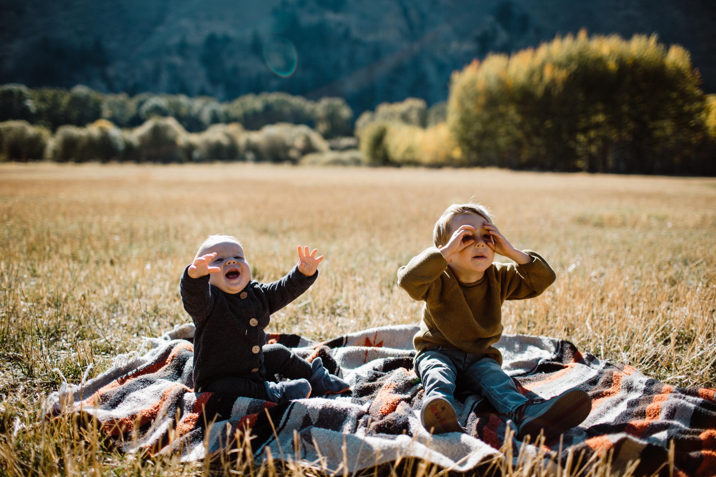 walkerfamily-Sunvalleyfallfamilyphotos-31.jpg
