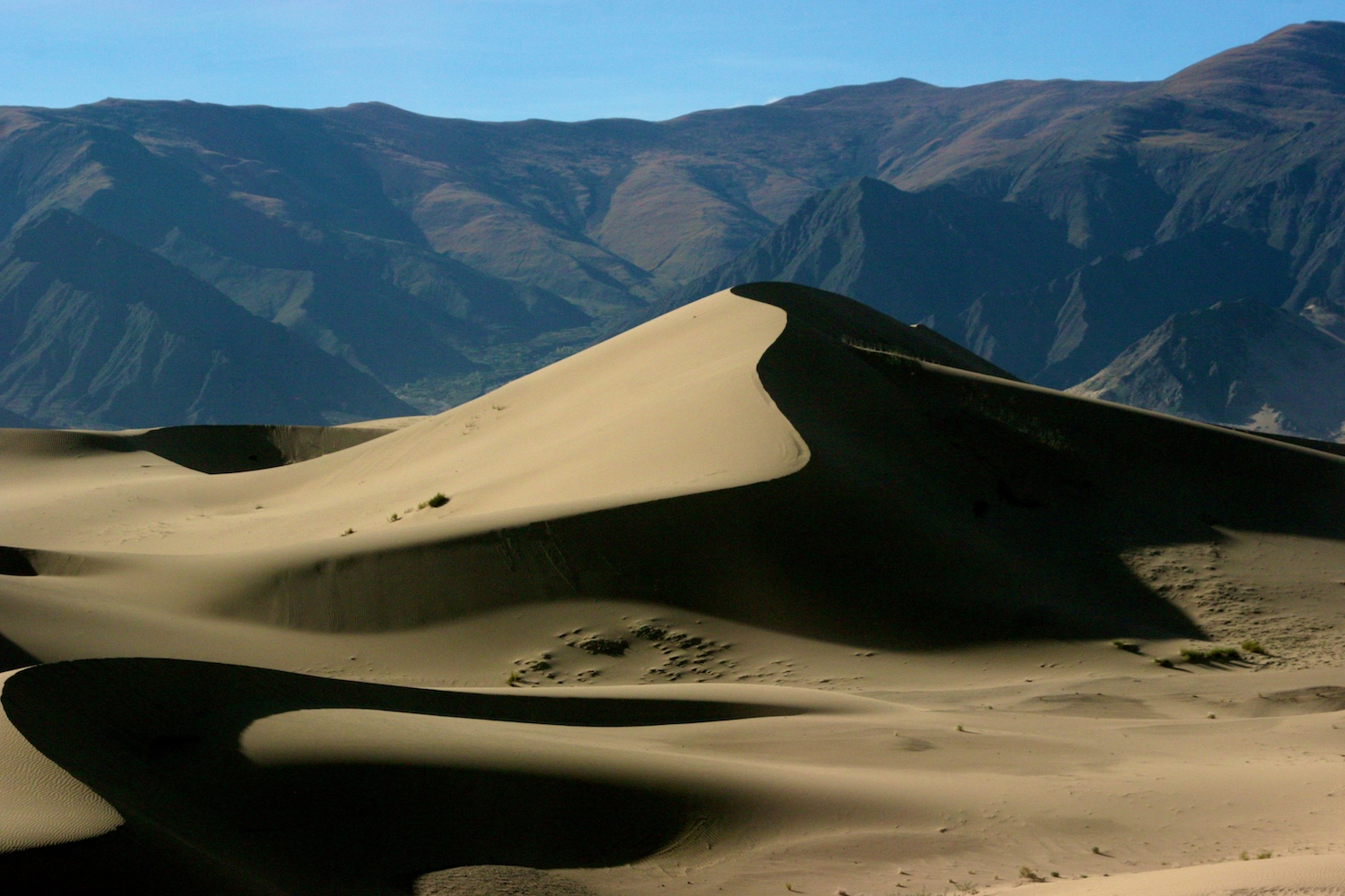 dunes_mountains.jpg