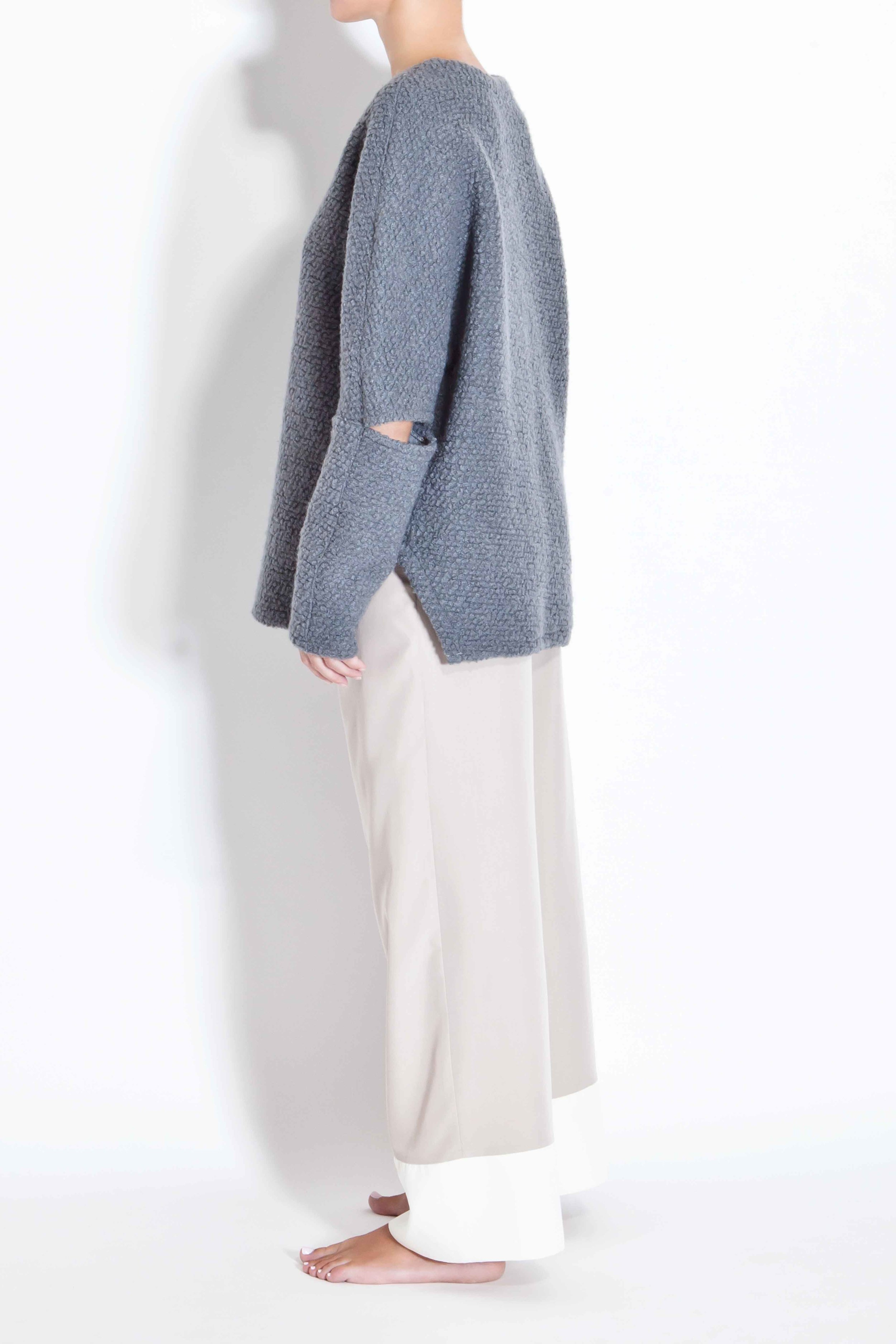 Woolen sweater with cut out elbows - Grey