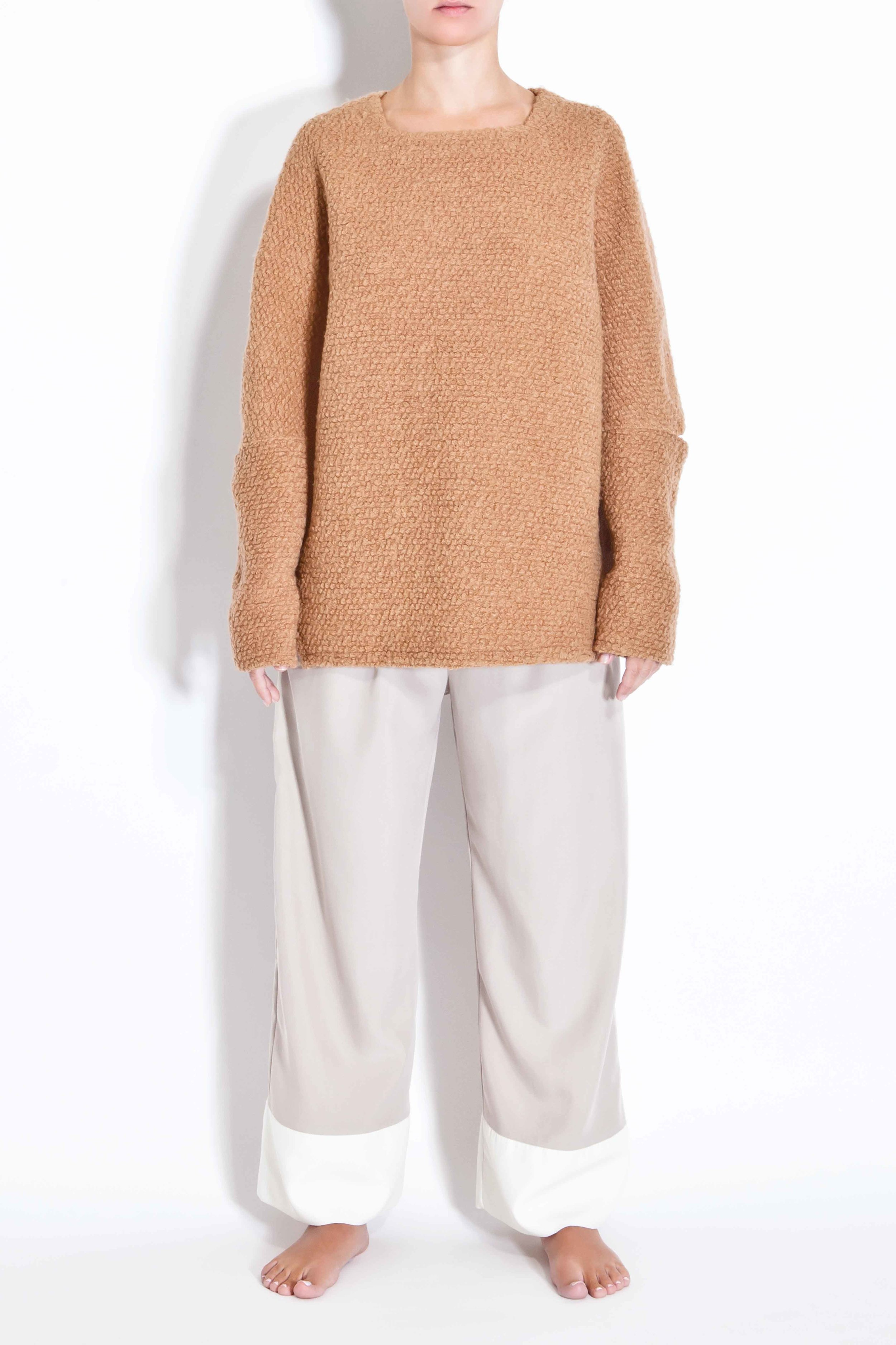 Woolen sweater with cut out elbows - Camel