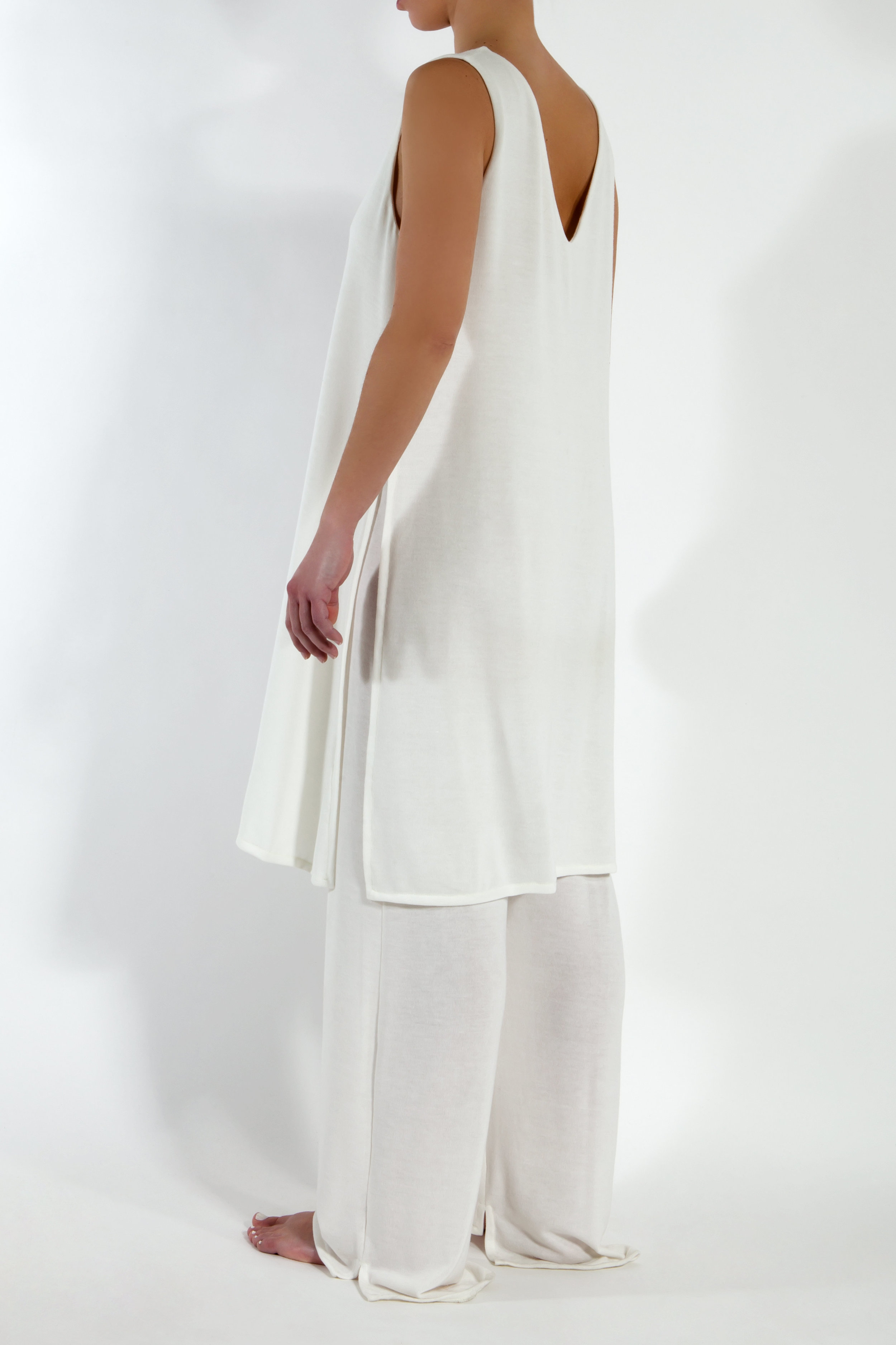 One-piece sleeveless jumpsuit