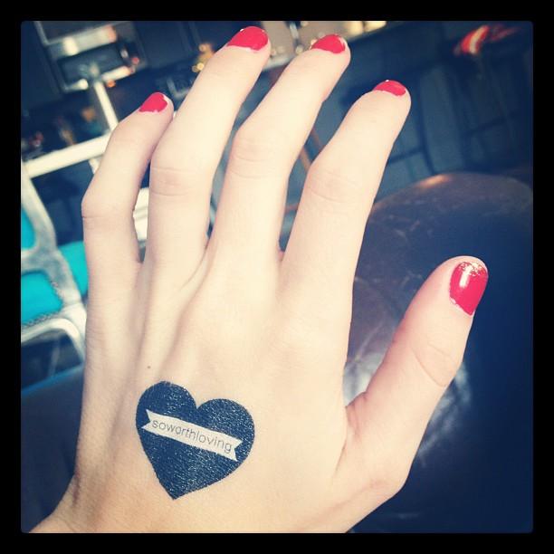 eddymusic :     @soworthloving tattoos!!!!!! Who wants one? #tattoos #fashion #nails #red #selflove
