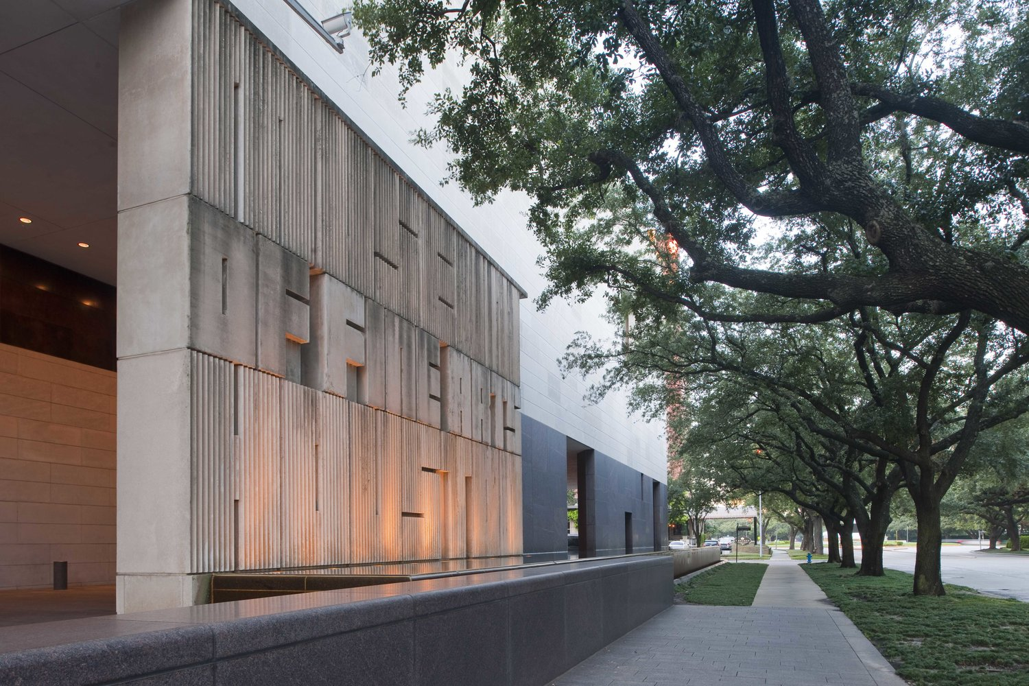"Museum District<br/>MFAH<h2>Saturday<br/>December 1, 2018<br/>at 8:30 PM</h2><h3><a href=""https://tickets.mercuryhouston.org/single/SelectSeating.aspx?p=2327"">Buy Tickets</a></h3>"
