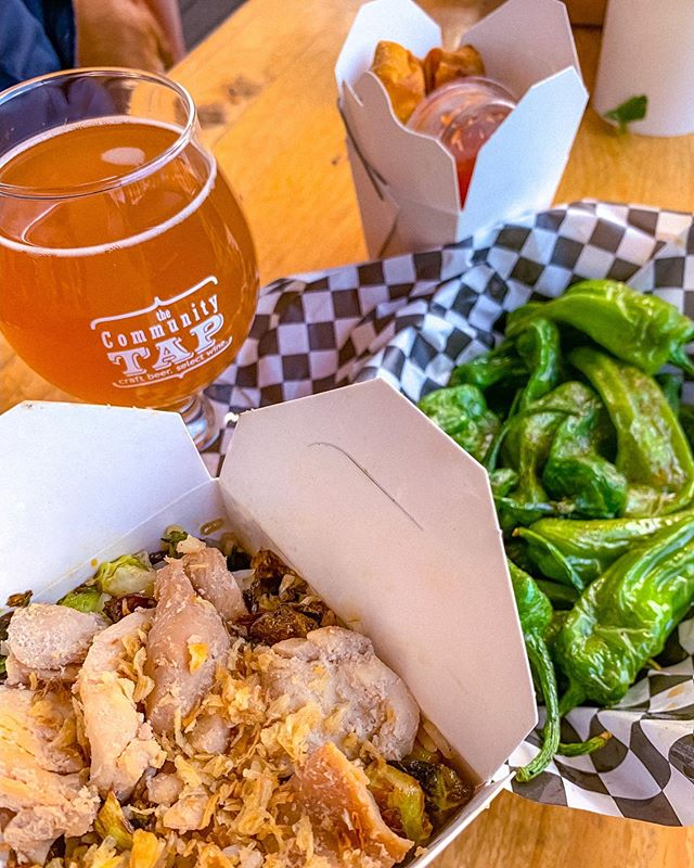 I'll admit it... I've been sleeping on @theblackthaigvl. 🤦♀️ And what a mistake that was! Had an awesome spread at @communitytap, and wish I'd ordered more to take home to sneak eat on my couch. 🤤 Y'all don't act like you don't do that too. 🤣 Seriously though, the Brussel box with chicken was awesome. 👏 Most definitely getting the burger next time! 🙌 || #ChristenEats