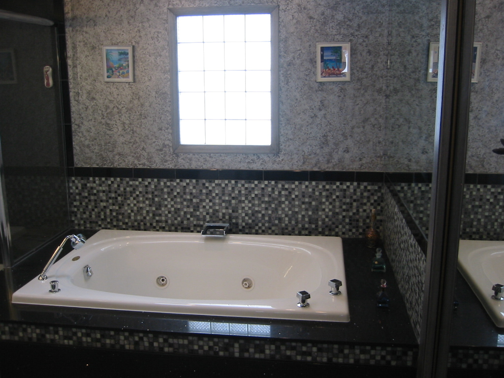 jeff's bathroom 022.jpg