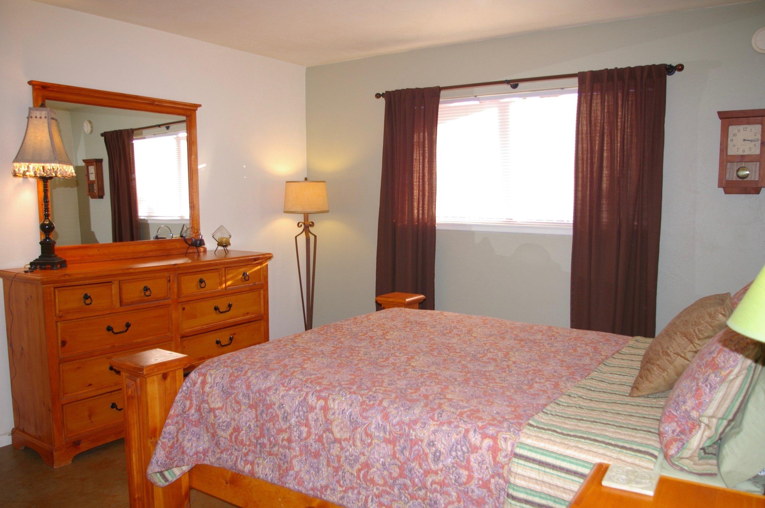 Rent29 Cactus West Master Bed Room