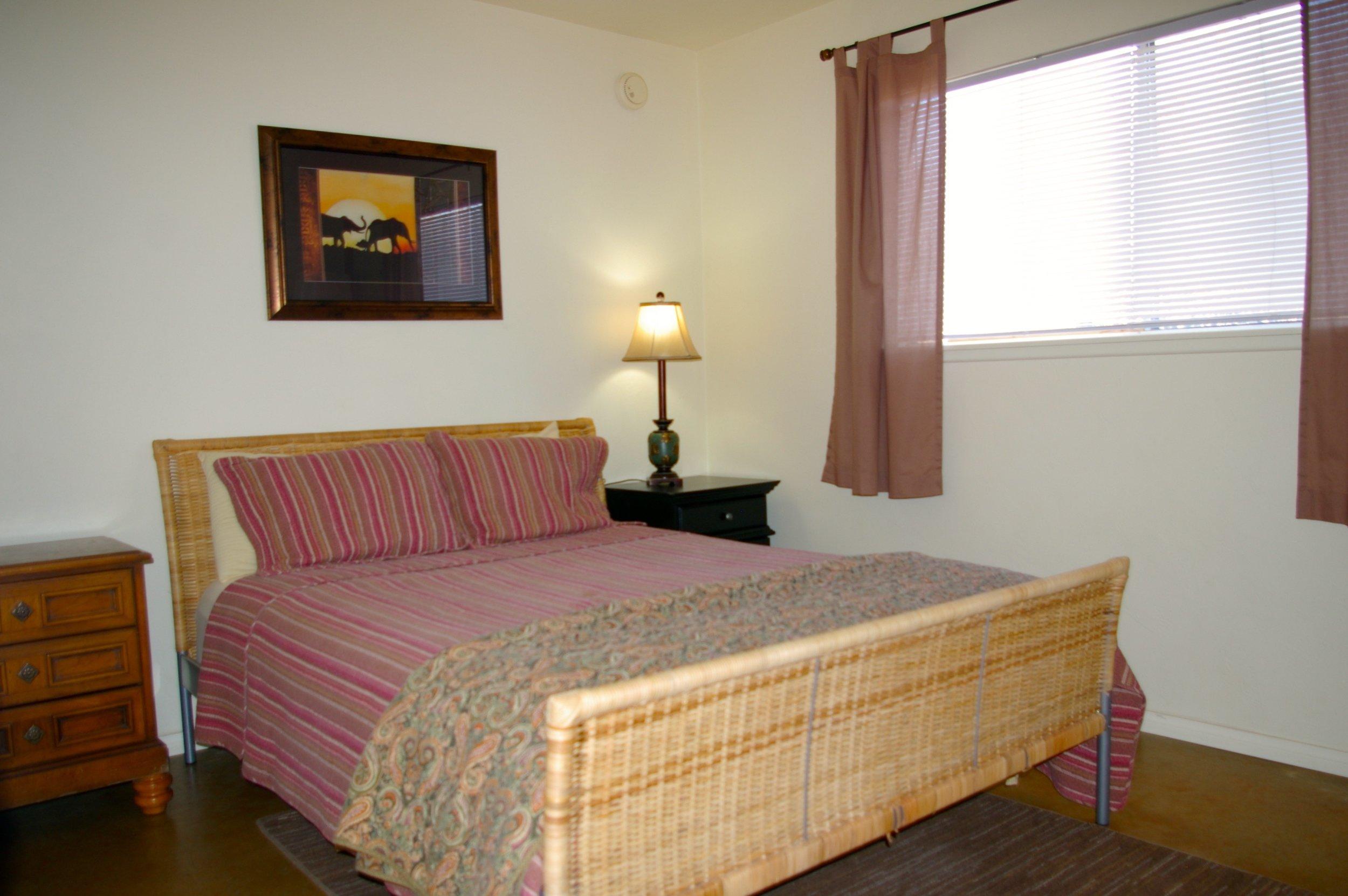 Rent29 Cactus West Guest Room