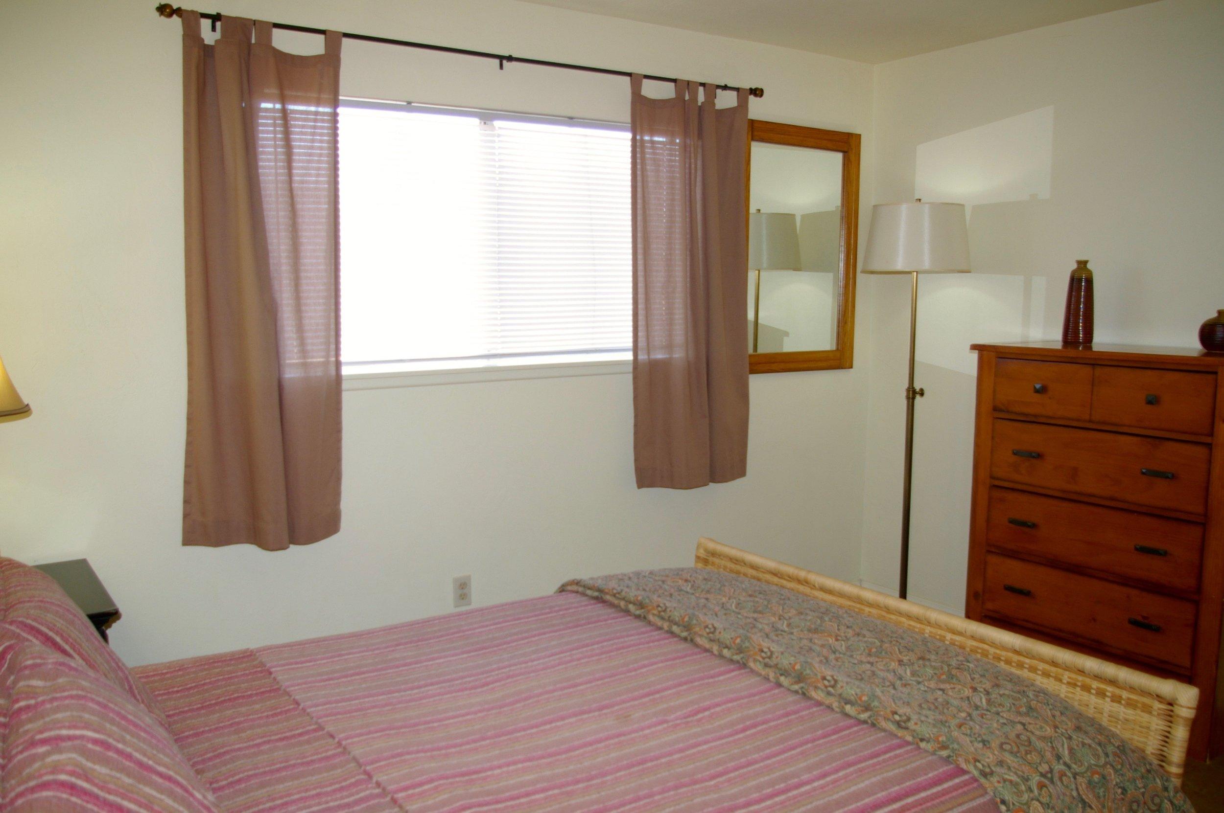 Rent29 Cactus West Queen Guestroom