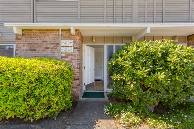5711 122nd Place SE #215, Bellevue, WA   $163,000
