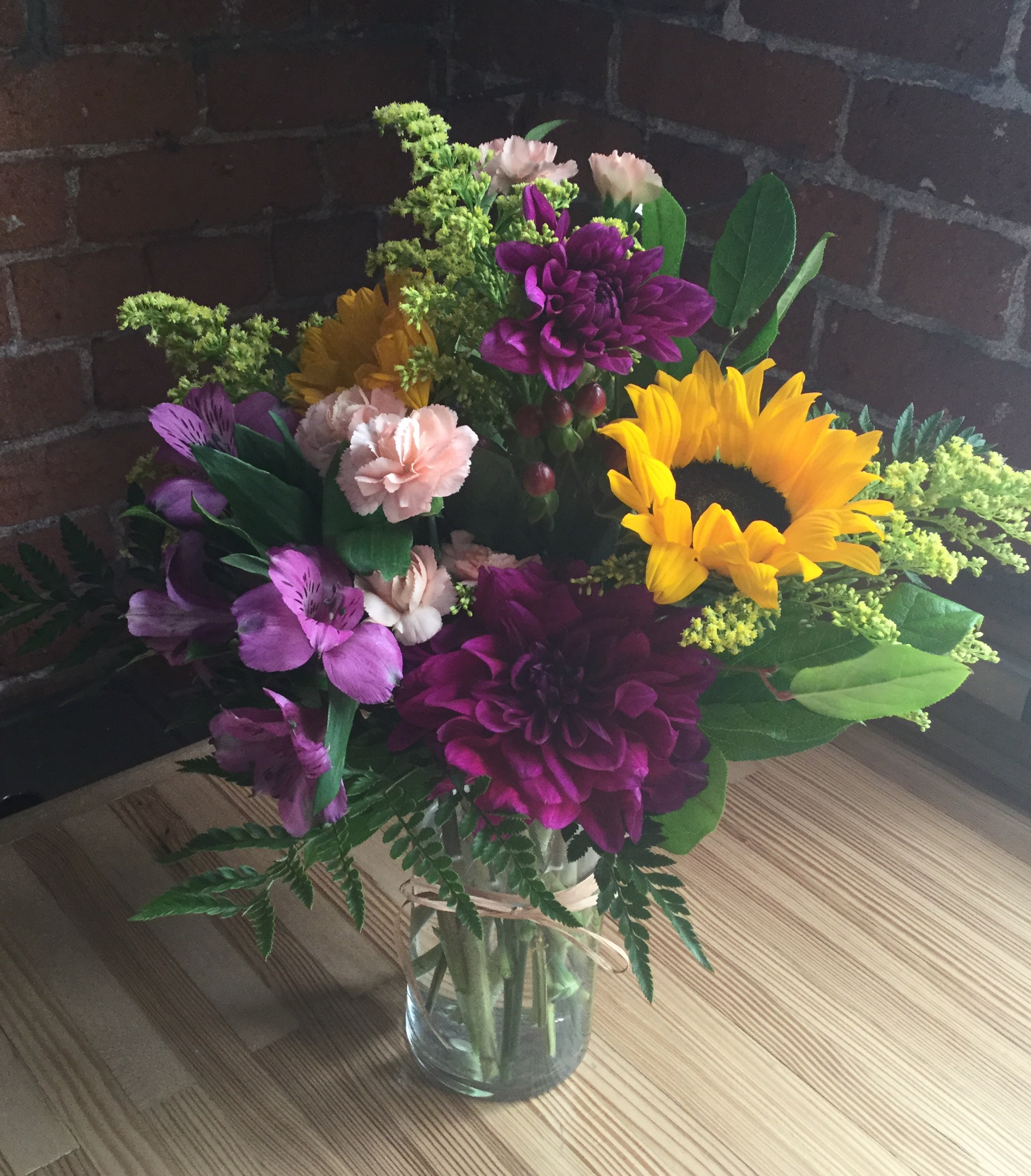 Image: Small Bouquet in vase. More examples of our natural arrangements can be seen below.