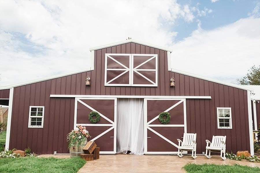The wedding barn at Holiday Acres   Photo by Stacy Anderson Photography