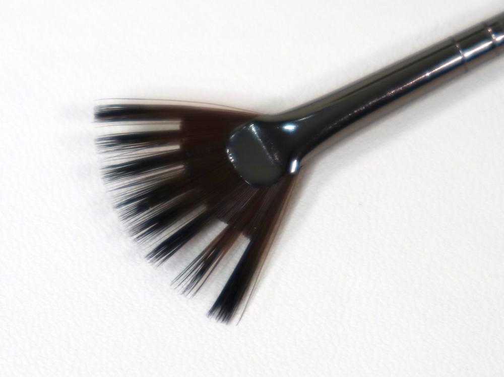 #402 Artistic Fan Brush