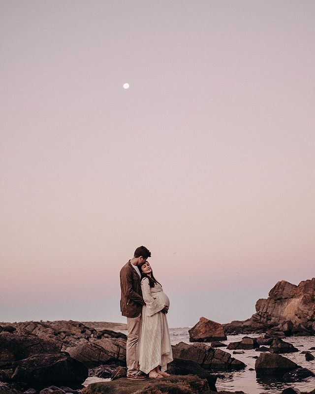 A little bit of stillness away from the freezing winds yesterday 🙌 I got super snap happy photographing Soph and Matt in their beautiful home and lost track of time. The sun was setting in 15 minutes and the most protected beach was 15 minutes away, but we head outside anyways and boy oh boy did blue hour gods deliver the goods 🌙