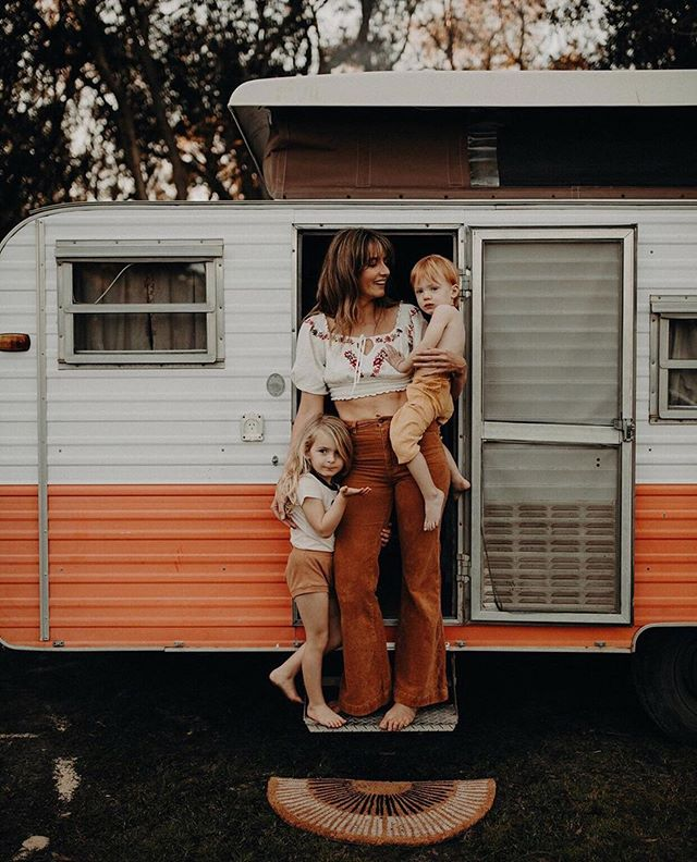 Oh hey guys it's Me and my barnacles 👋 Everyone survived another weekend of me taking the caravan away with the kids on my own (caravan survived too 😝) @emmawandphotography called in to see us and we had the most perfect afternoon getting own own pics taken, so grateful to have these memories bottled up for us to keep forever 🤗  thanks Em! . I've penciled in a weekend away every month for the rest of the year so if you're keen to have your family session somewhere off the beaten track, let me know 🌿 . I haven't locked in anywhere though. Sooooo... Where to next? Shoot me your family's favourite campgrounds below👇