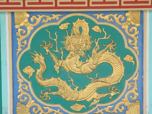 Dragon motif on outer wall