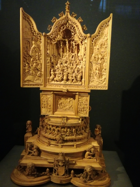 Miniature altar piece