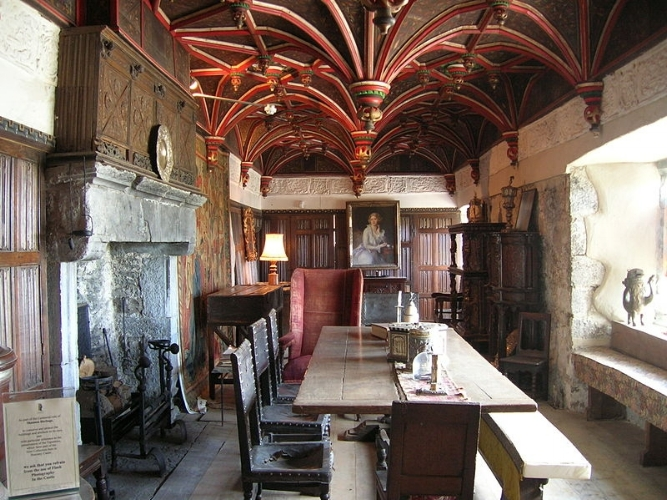 South Solar, Bunratty Castle (wikipedia - 'Bea y Fredi'), 15th century tower house, County Clare, Ireland