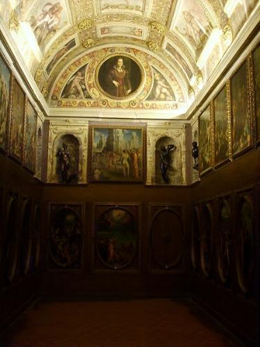The richly decorated Studiolo of Franceso I de' Medici, Grand Duke of Tuscany (wikipedia - 'I, Sailko')