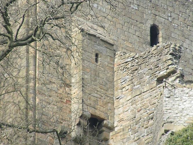 Garderobe - Peveril Castle (wikipedia, Dave Dunford), 11th century castle in Derbyshire