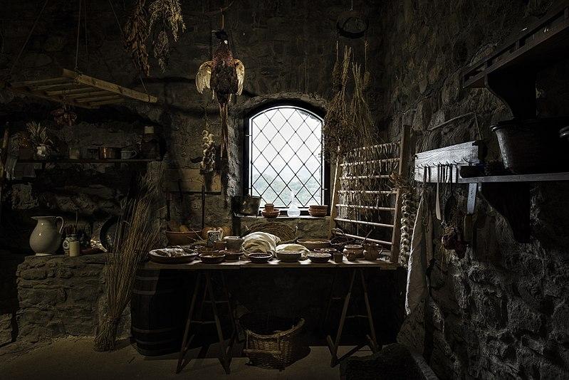 Restored medieval kitchen in Verrucole Castle, Tuscany (Simone Letari - Wikipedia)