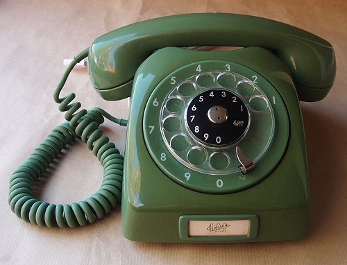 Rotary dial phone (Wikipedia - 'Diamondmagna')