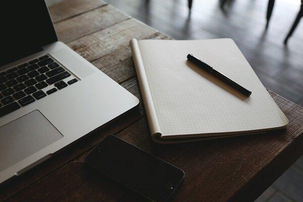 Computer & Notebook (Pixabay -    StartupStockPhotos   )
