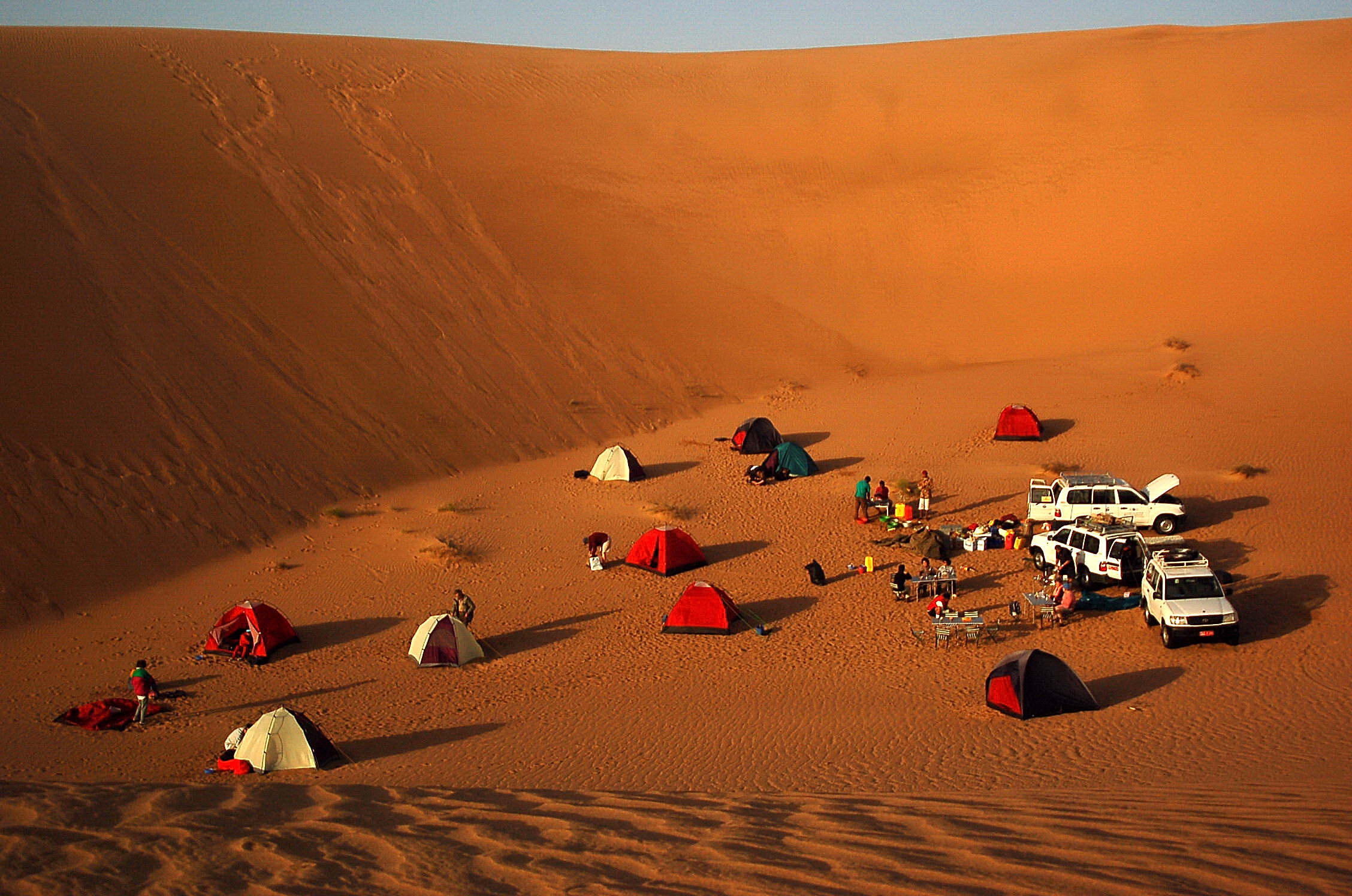 OMAN - Wahiba sands, camp.JPG