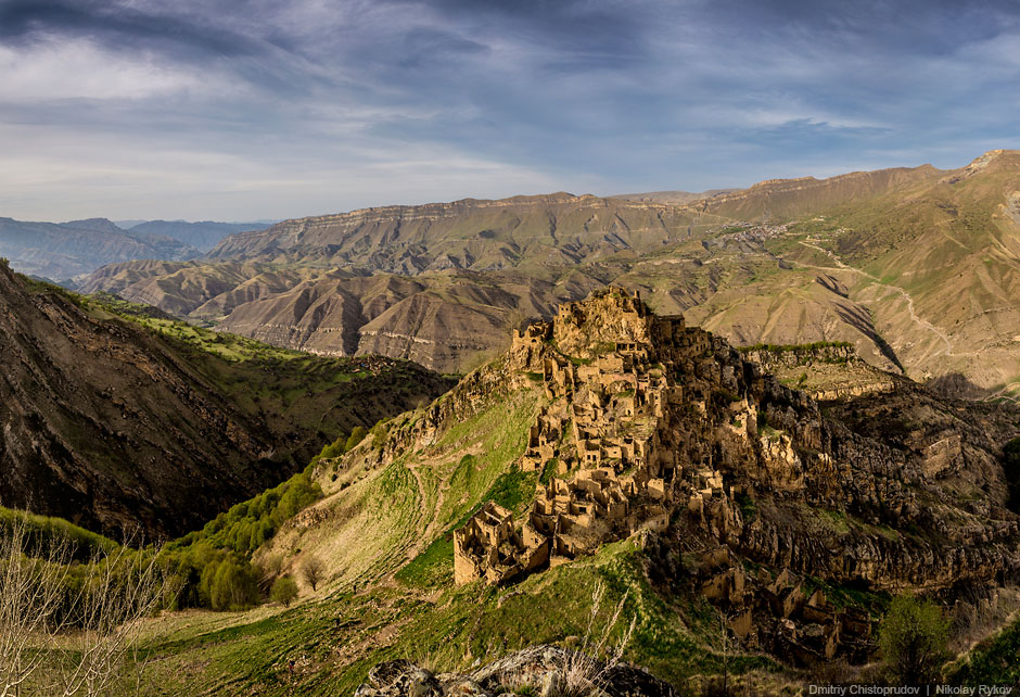 Gamsutl'-abandoned-village-Dagestan_Dmitry Chistoprudov and Nikolay Rykov.jpg