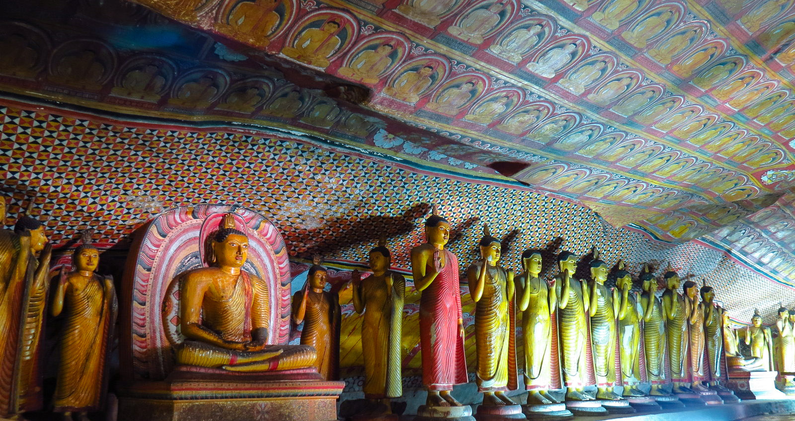DAMBULLA GOLDEN TEMPLE.jpg