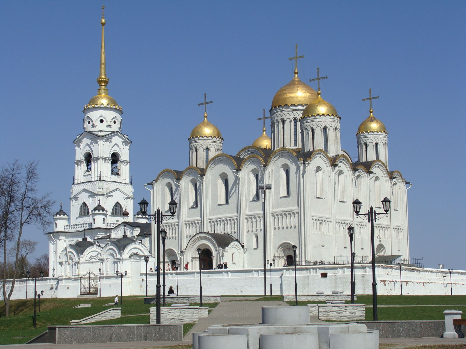 Uspensky cathedral in Vladimir.jpg