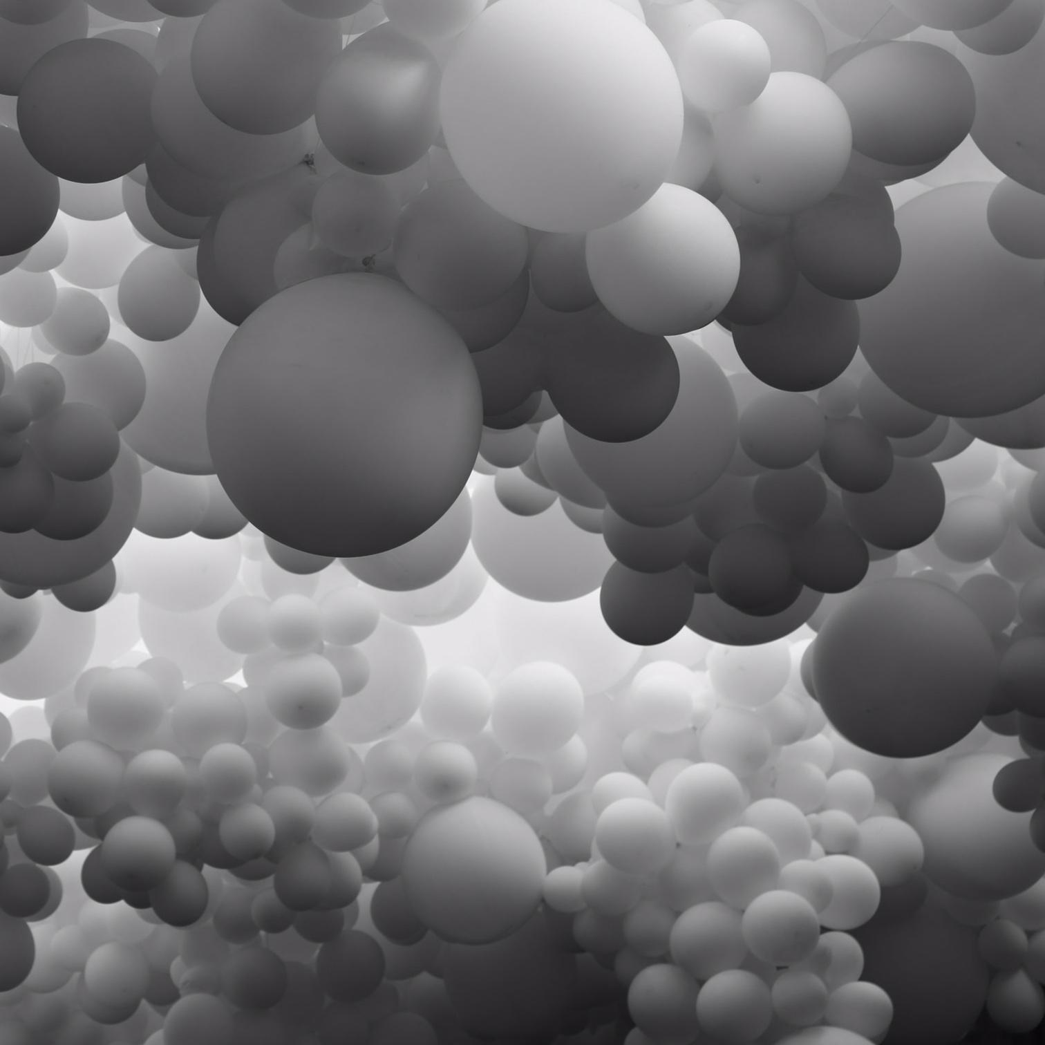99 white balloons