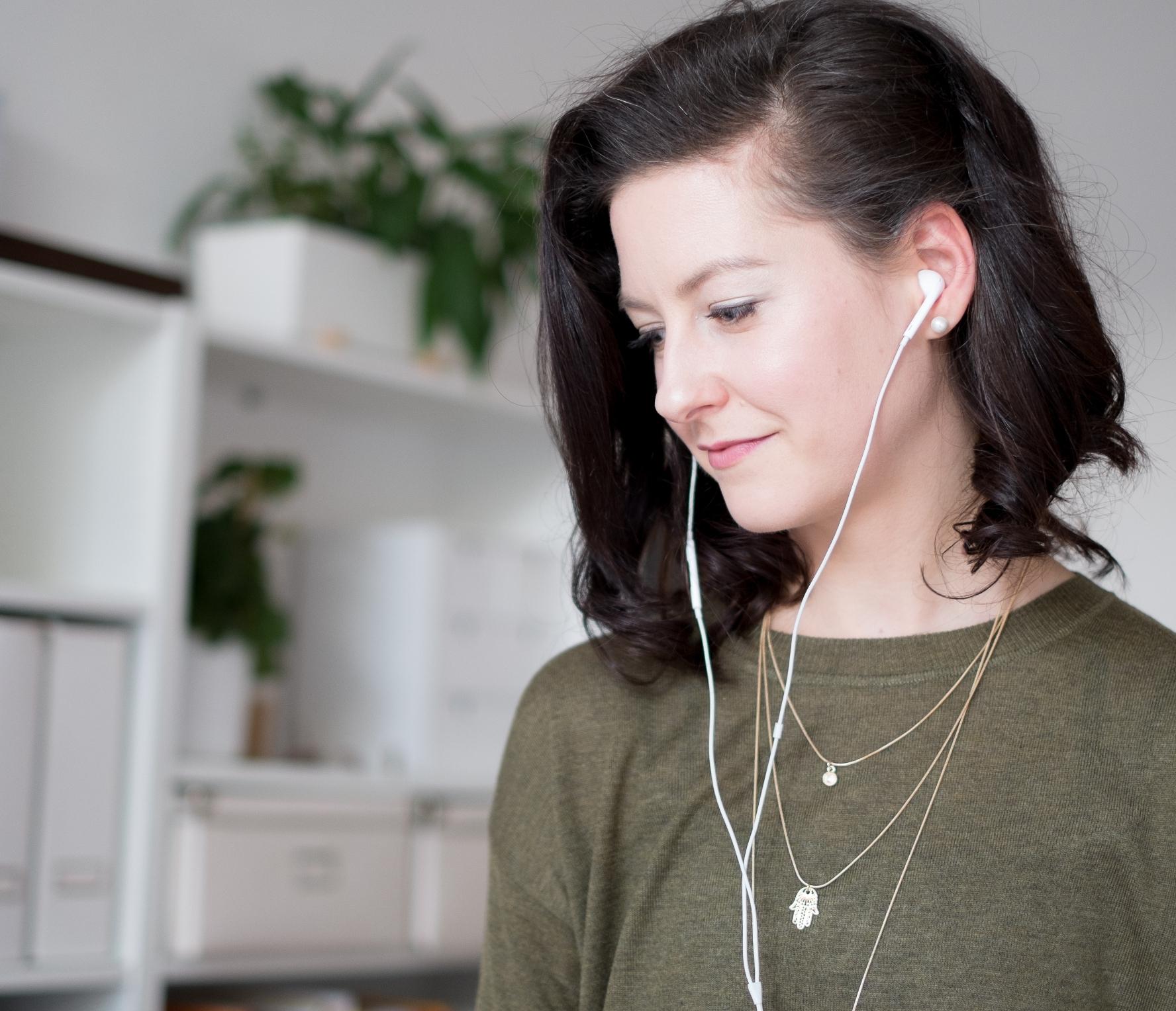 Gratis Meditation als MP3 hören und zuhause meditieren lernen.