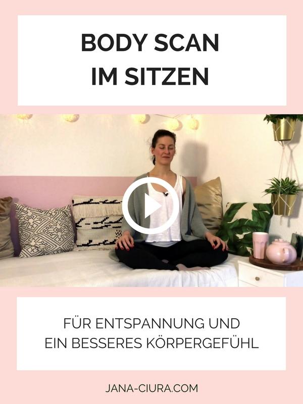 Body Scan im Sitzen für mehr Entspannung und ein besseres Körpergefühl - auf YouTube.