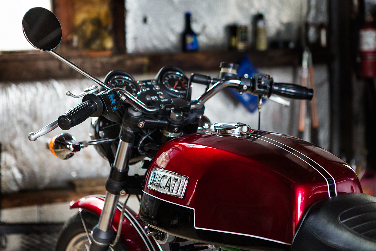 1974 Ducati 750 GT pinstripe