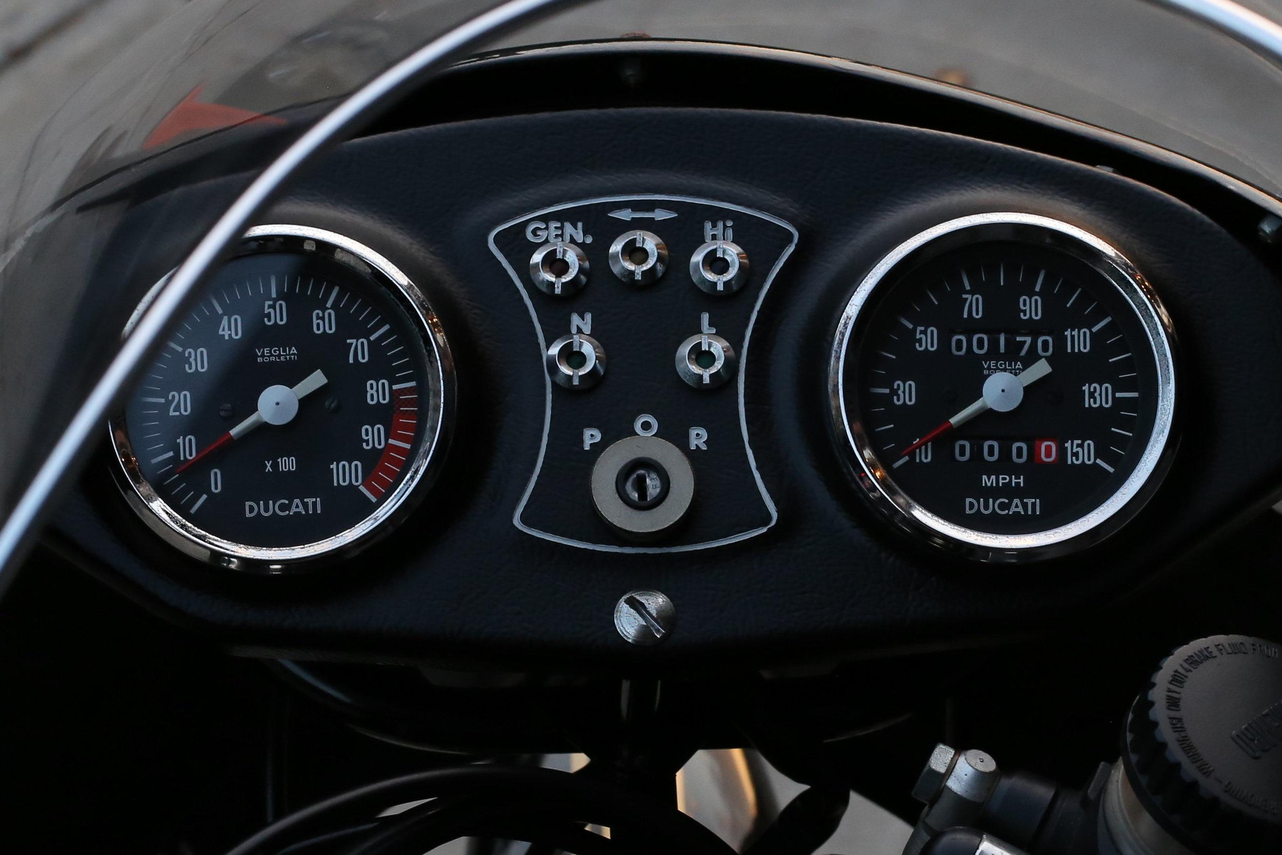 1981 Ducati 900SS gauges