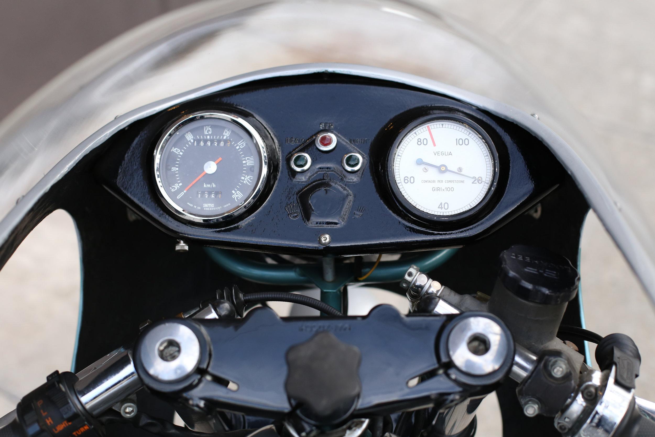 1974 Ducati 750SS green frame moto borgotaro dash