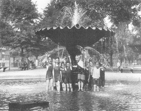 Franklin Square fountain in 1928.