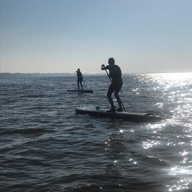 Sam and Chris braved the choppy waters for their first lesson. It's hard having to battle with the wind, chop, tide, nerves etc but they did it! They didn't fall in (which is a relief as the water is still pretty cool - my advice to them was to fall of their own board - which they haven't been on yet - before travelling too far from shore) I'm looking forward to hearing how they get on 😊 . . . #sup #isup #standuppaddle #learntosup #suplife #paddleboarding #mcconksuk