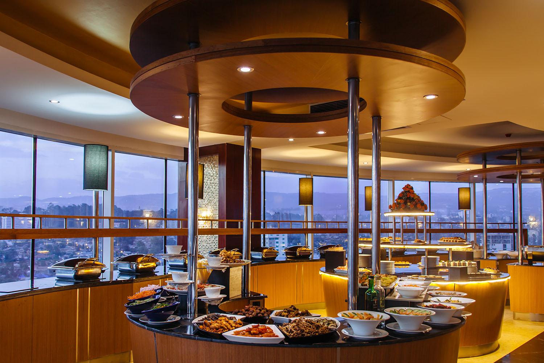 31_Hospitality_Photography_Video_Portfolio_HandZaround.jpg