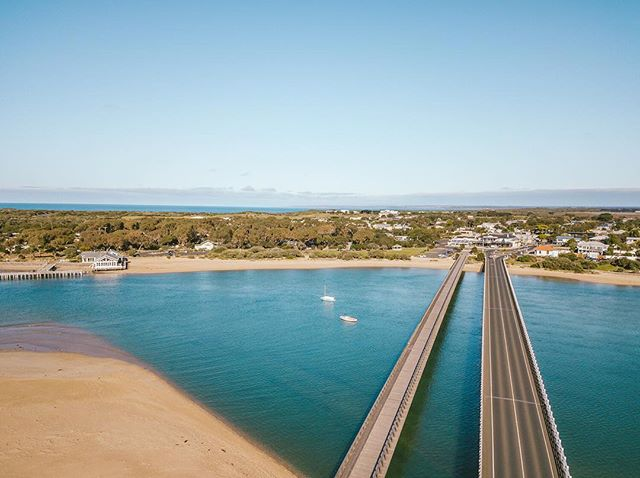 Where the river meets the see 😊 • • • • • • • • • • • • #HandZaround #HandZaroundAustralia • • • #australia#victoria#visitvictoria#explorevictoria#seeaustralia#geelong#bellarine#visitgeelong#visitgeelongbellarine#focusaustralia#australiagram#exploreaustralia#discoveraustralia#exploremore#letsgosomewhere#stayandwander#theoutbound#keepitwild#getoutside#optoutside#getoutstayout#travelstoke#goexplore#traveldeeper #barwonheads #oceangrove #thebridge #barwonriver