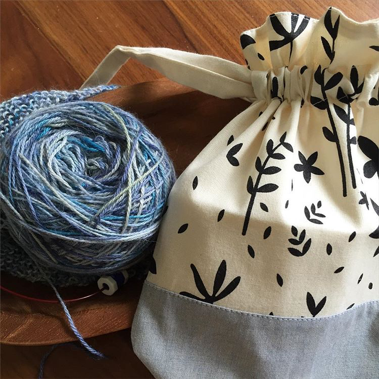 Drawstring Knitting Project Bag   by  @elainetom