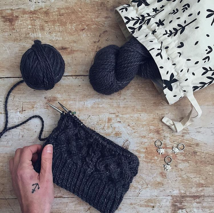 Drawstring Knitting Project Bag   by  @aplayfulday