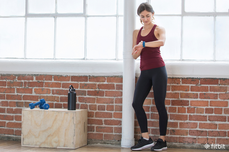 Fitbit.com:   6 Things You Can Do Between Strength Training Sets    Sitting idly between sets or chatting on your phone isn't the best gameplan.